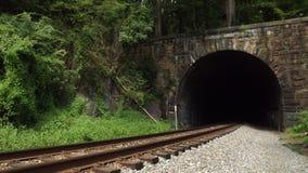 Túnel e trilhas de estrada de ferro do vintage Imagens de Stock Royalty Free