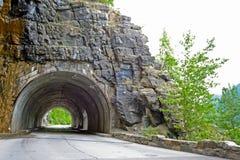 Túnel em ir à estrada de Sun no parque nacional de geleira Foto de Stock Royalty Free