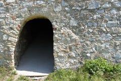 Túnel en el fortalecimiento en el castillo Schlossberg Fotos de archivo