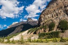 Túnel en las montañas de Canadá Fotos de archivo libres de regalías