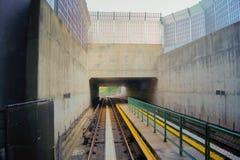 Túnel ferroviario visto a partir de un extremo Fotografía de archivo libre de regalías
