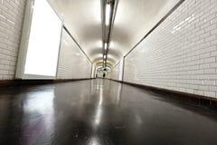 Túnel iluminado com néon imagem de stock royalty free