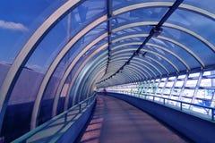 Túnel no azul foto de stock