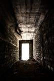 Túnel oscuro con la luz en el extremo Imagen de archivo