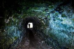 Túnel oscuro con la silueta humana fotos de archivo libres de regalías
