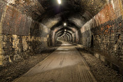 Túnel oscuro largo imagen de archivo libre de regalías