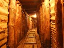 Túnel pequeno do museu da guerra foto de stock