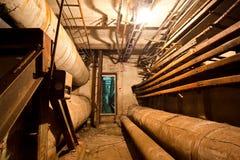 Túnel subterráneo del conducto de la calefacción, lugar donde los desamparados ocultan el franco fotos de archivo libres de regalías