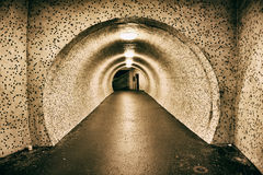 Túnel subterráneo viejo abandonado Imagenes de archivo