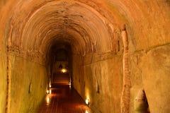 Túnel velho em Wat U-Mong, Chiang Mai, Tailândia fotos de stock