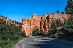 Túnel vermelho da garganta, Bryce Canyon National Park, Utá Fotos de Stock