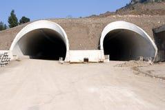 Túneles de la carretera bajo construc Fotos de archivo