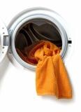Tücher in einer Waschmaschine Stockbilder