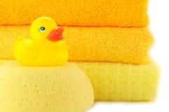 Tücher und gelbe Gummientchen Lizenzfreie Stockfotos