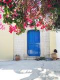 Tür achitecture Detail im Hotel, das Griechenland errichtet Lizenzfreies Stockbild