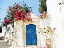 Tür achitecture Detail im Hotel, das Griechenland errichtet Lizenzfreie Stockbilder