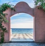 Tür auf dem Meer Stockbild