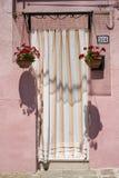 Tür in Burano Lizenzfreie Stockbilder
