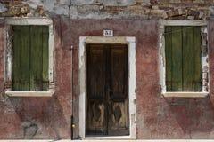 Tür in Burano Lizenzfreie Stockfotos
