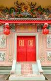 Tür-chinesischer Schrein, im März 2015 im Suphan Buri bei Thailand Lizenzfreie Stockbilder