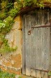 Tür in den Garten in mittelalterliches Schloss Lizenzfreie Stockbilder