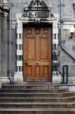Tür in der Dreiheithochschule Dublin Lizenzfreie Stockfotos