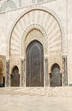 Tür der Moschee von Hassan II. stockfotos