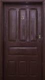 Tür der Nr. drei in einem alten Hotel Stockbild