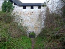 Tür in der Verstärkung des mittelalterlichen Schlosses in Celje Lizenzfreie Stockfotos