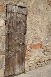 Tür des Alters in Monteriggioni, Italien stockfotografie