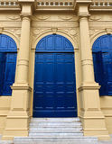 Tür des Aufbauens im königlichen großartigen Palast Stockfotos