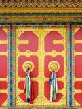Tür des buddhistischen Klosters in Nepal Lizenzfreies Stockfoto