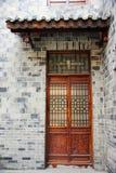 Tür des chinesischen historischen Gebäudes Stockfotografie