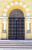 Tür des Heiligen Vladimir Cathedral in Kyiv, Ukraine stockfotos