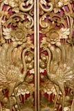 Tür, die bei Pura Masceti, Bali, Indonesien schnitzt Lizenzfreies Stockbild