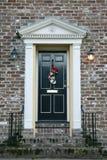 Tür, die in Charleston builing ist Stockbild