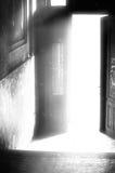 Tür in die Leuchte lizenzfreies stockfoto