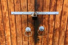 Tür - ein Loch in der Wand Lizenzfreie Stockfotografie