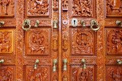 Tür eines hindischen Tempels Stockbilder
