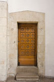 Tür für den Priester stockbild