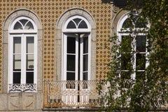 Tür-Fenster Guimaraes Portugal stockbilder