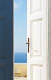 Tür geöffnet zum Meer Stockfotos