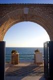 Tür geöffnet zum Meer Lizenzfreie Stockfotos