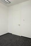 Tür im Büro lizenzfreies stockfoto