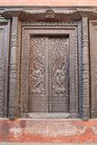 Tür im Nepali-Tempel in Varanasi Lizenzfreie Stockfotos
