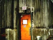 Tür innerhalb der Eisenerzmine stockbild