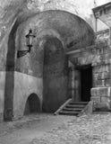 Tür mit Laterne Stockfotos
