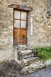 Tür mit vier Schritten in Santenay Lizenzfreies Stockbild