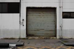 Tür noch innerhalb der Fabrik Stockfotografie