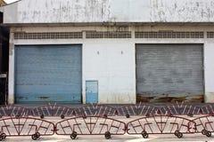 Tür noch innerhalb der Fabrik Lizenzfreies Stockbild
